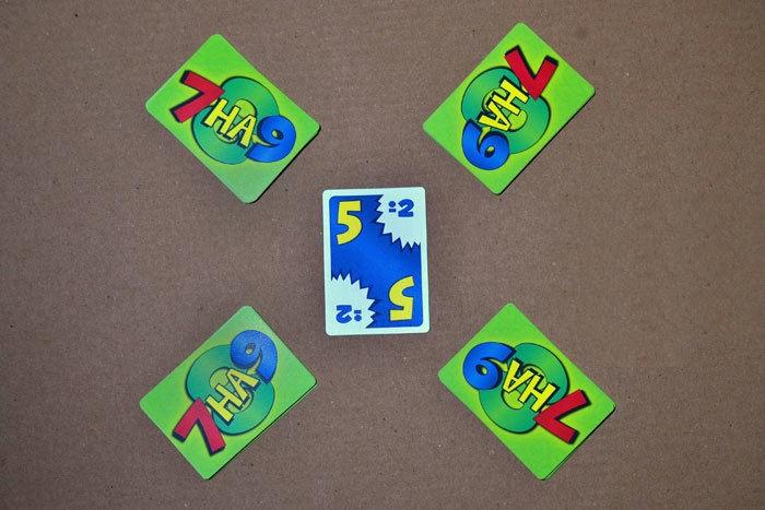 Раздайте все карты между игроками