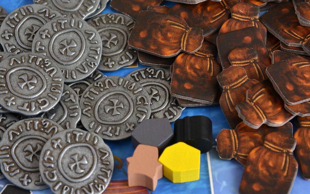 Монеты и фишки в игре