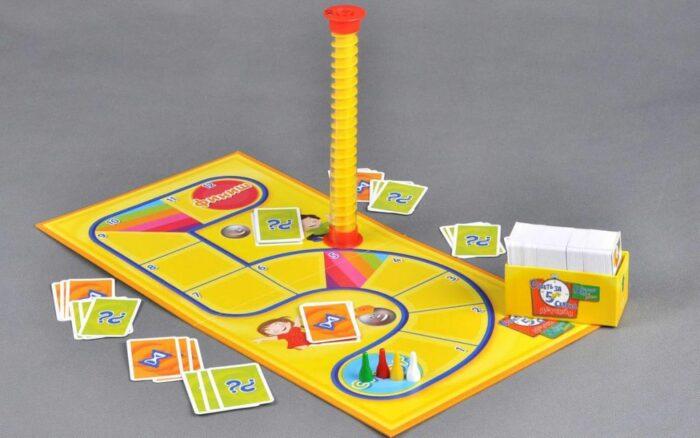 Игровое поле состоит из 12 клеток